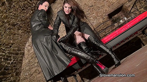 Glove Mansion - Gloved girls erotic videos and photos - recent updates